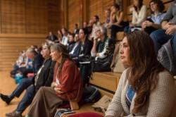 L'auditoire au 2e jour du symposium, où quelque 120 personnes se sont réunies pour participer à une série de tables rondes sur le passé, le présent et l'avenir de la réconciliation entre les peuples autochtones et non autochtones au Canada.