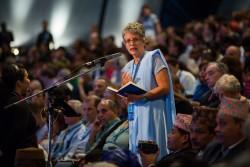 Une déléguée du Brésil s'adressant aux membres de la Convention.