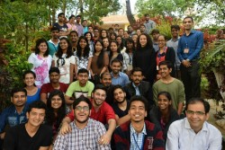 Ce groupe de participants vient de l'un des trois endroits où se tiennent des séminaires en Inde.