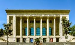 Le spectacle a eu lieu au Théâtre national académique d'art dramatique d'Azerbaïdjan à Bakou. (Photo par Urek Meniashvili, accessible via Wikimedia Commons)