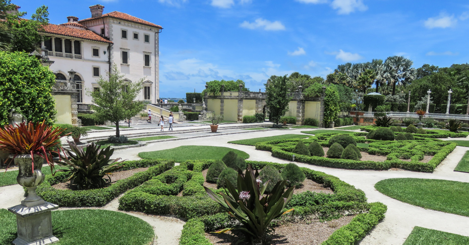 Best things to do in Miami: Vizcaya Museum and Gardens things to do in Miami. Visit the Vizcaya Museum and Vizcaya Gardens, one of the famous Mansions in Miami from the Guilded Age. Beautiful gardens can be explores at the Vizcaya Miami