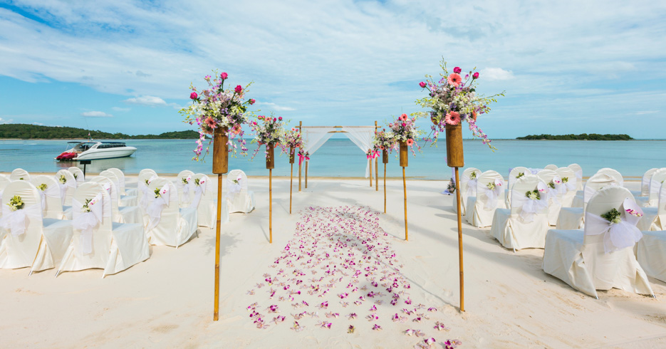 Nassau Beach wedding locations in the Bahamas. FLy from florida wedding packages for a private Bahamas Charter with Bahamas Air Tours