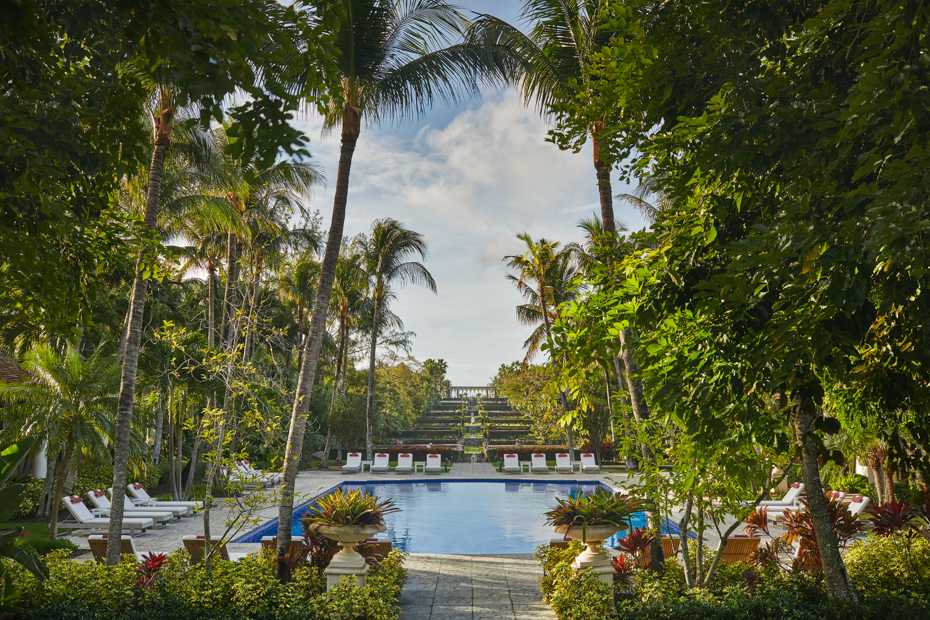 Looking for Nassau Bahamas hotels? These all inclusive hotels in Nassau Bahamas will have you licking your lips for the sun. Stay at Nassau Bahamas resorts like Atlantis Bahamas all inclusive where you will be treated like the royalty you are. Bahamas Air Tours gives you your guide to Day Trips to Bahamas by flights to Bahamas aboard Bahamas Air Charters to Swimming Pigs tours and the Exuma pigs on Pig Island at Pig Beach. Join one of our Staniel Cay Day trips on our Nassau to Staniel Cay day tour or opt for the Staniel Cay Day trips by the way of Bahamas Day Trips by plane. Trips to Bahamas to see pigs in Bahamas. Miami to Bahamas day trip is one of the top Florida attractions.