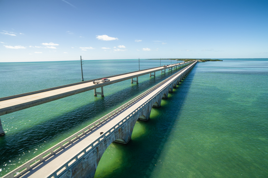 Take the seaway to the Florida Keys for spectacular views. Driving to Florida Keys are one of the fun things to do in Florida. Take a swimming pigs tour around staniel Cay day trips if time allows.