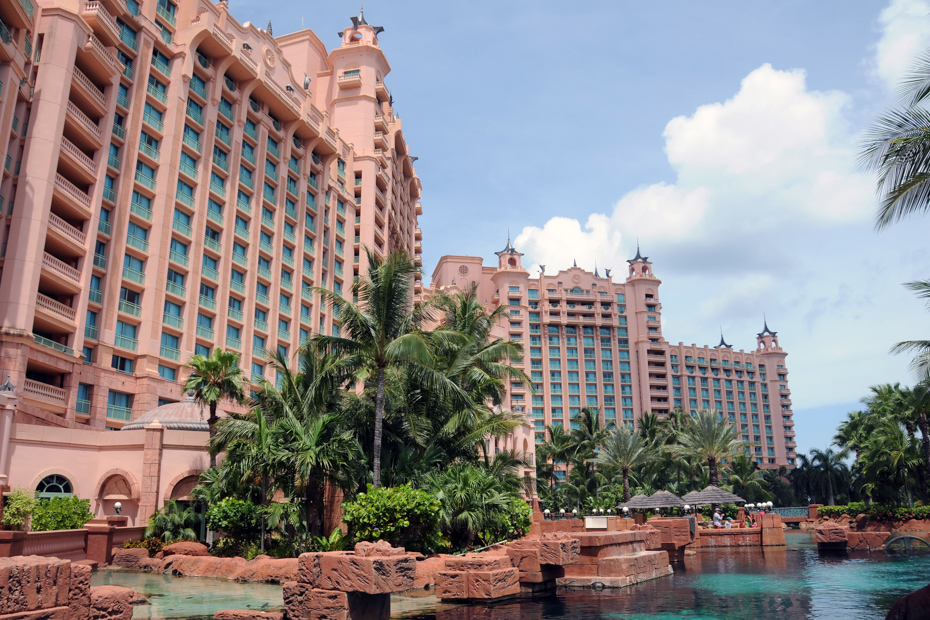 Check out all the things to do in Atlantis Bahamas. Take a day tour to Bahamas vacation via Bahamas air charter.