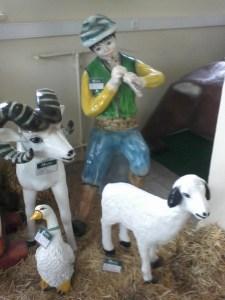 Oturan Çoban Çocuk Maketi