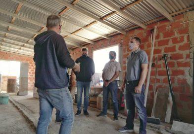 Fernando Gray entregó elementos de construcción para el comedor Las Chacritas