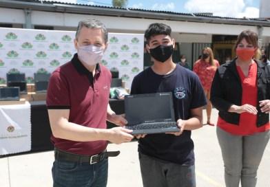 Fernando Gray ya entregó más de 1000 computadoras a escuelas del distrito
