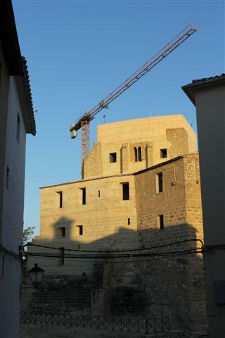 Fachada norte vista desde el barrio de La Muela durante las obras de restauración del año 2012