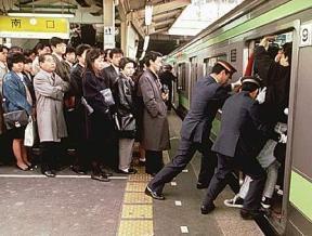 Empujadores_Metro_Tokyo