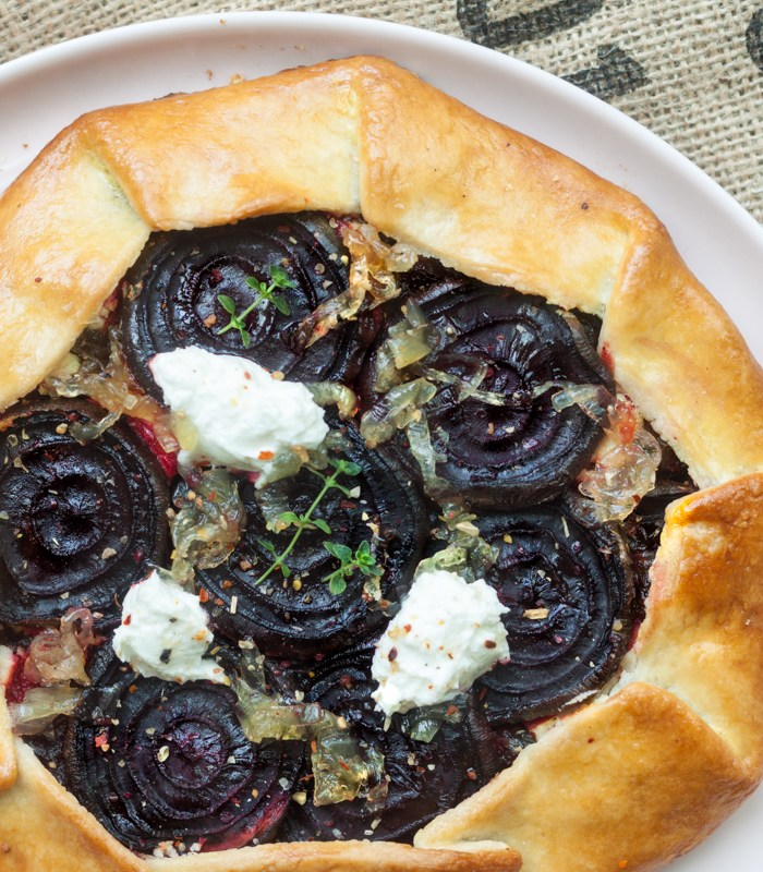Galette with beets, onion marmalade and chèvre