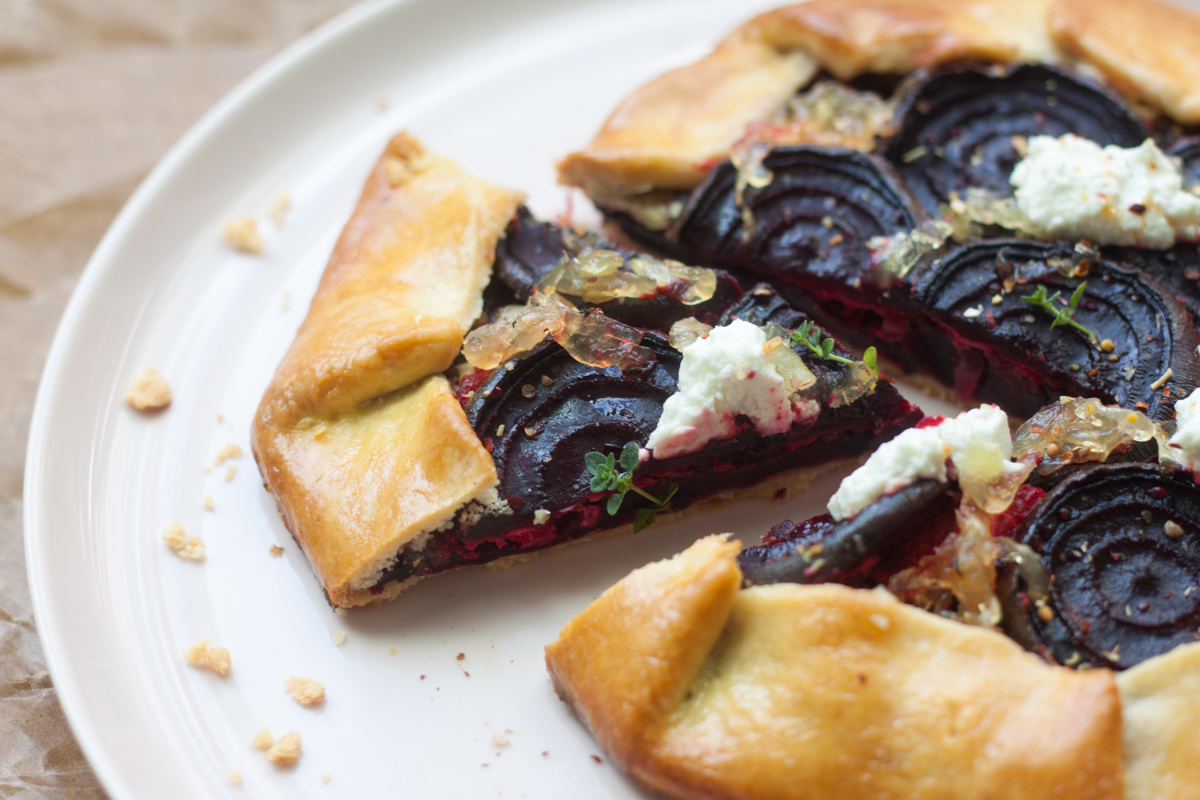 Galette with beets, onion marmalade and goat cheese