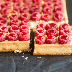 Coconut and raspberries tart