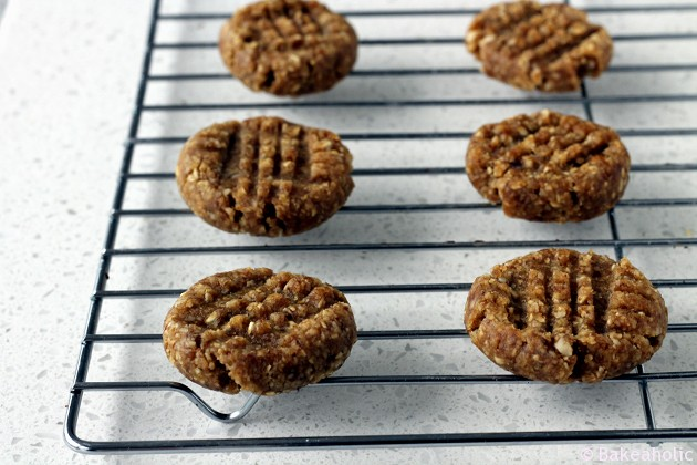 no bake raw peanut butter cookies // bakeaholic.ca
