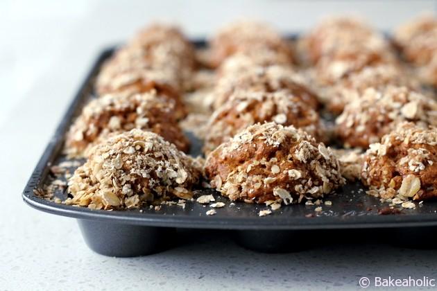 Mini pumpkin oat muffins // bakeaholic.ca