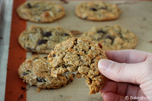 Flourless Peanut Butter Cookies // bakeaholic.ca