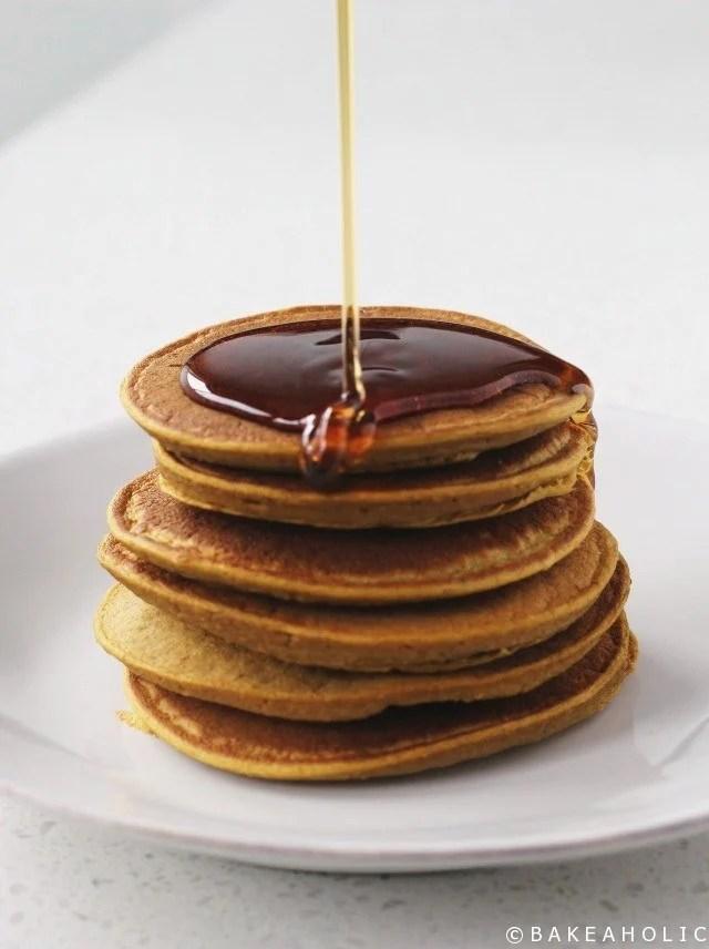 pumpkin spice blender pancakes // bakeaholic.ca