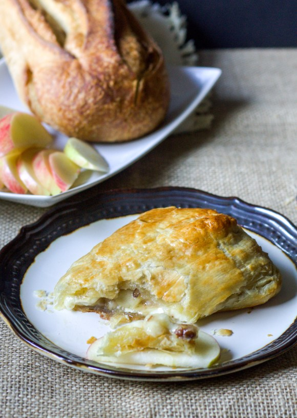 Brown Sugar Apple Baked Brie in Puff Pastry - it's the perfect appetizer! | Recipe from Bakerita.com