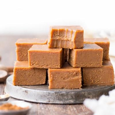 Pumpkin Spice Fudge (Raw, Gluten Free, Paleo + Vegan)