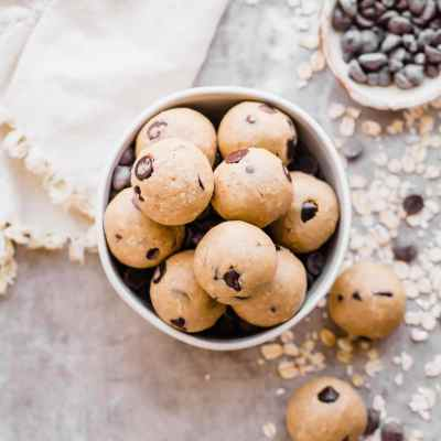 Oatmeal Chocolate Chip Cookie Dough Bites (Gluten Free + Vegan)