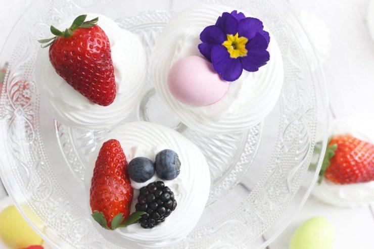 Cestini di meringa e frutta