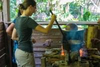 Torréfaction des fèves de cacao, c'est chaud!