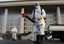 """صورة فيروس كورونا: منظمة الصحة العالمية تحذر من احتمال تحول تفشي الفيروس إلى """"وباء"""""""