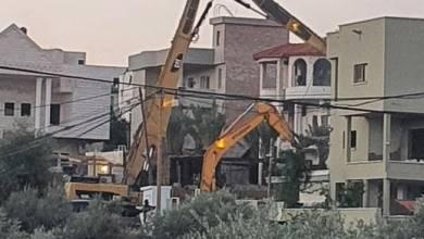 صورة السلطات الإسرائيلية تهدم منزلا في كفر قاسم بأراضي الـ48