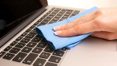 صورة خطوات تنظيف لوحة مفاتيح الحاسوب المحمول