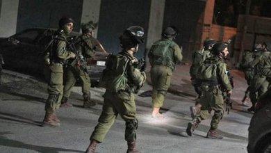 صورة الاحتلال يعتقل ثلاثة مواطنين من الخليل