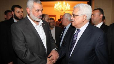 صورة هنية يتلقى رسالة خطية من الرئيس عباس