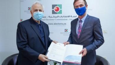 صورة لجنة الانتخابات تسلم الاتحاد والبرلمان الأوروبي دعوة رسمية للرقابة على الانتخابات الفلسطينية