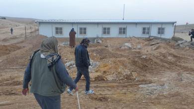 صورة الاحتلال يهدم مسجدا قيد الانشاء ويستولي على وحدة صحية شرق يطا جنوب الخليل