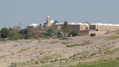 صورة مستوطنون يدنسون مسجد مقام النبي موسى