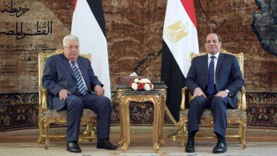 صورة الرئيس عباس يهنئ نظيره المصري بالذكرى الثامنة لثورة يونيو