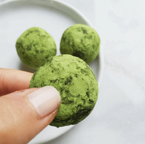 4 Ingredient Raw Matcha Coconut & Date Balls