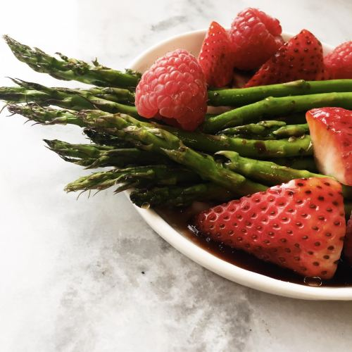 5 Ingredient Asparagus and Berry Summer Salad