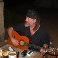 Franz am Abend mit Gitarre