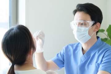 Lares exige que el sistema público de salud asuma el coste de los PCR a los profesionales de las residencias