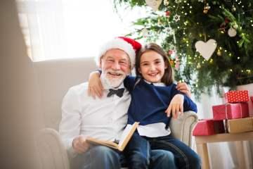 Residentes con demencia de Sanitas Mayores escriben un cuento de Navidad para fomentar su memoria