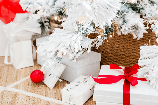 Easy & Fun Holiday Traditions To Do With Your Family This Holiday Season
