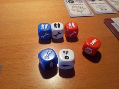 Uno dei 4 set di dadi colorati alla base del gioco