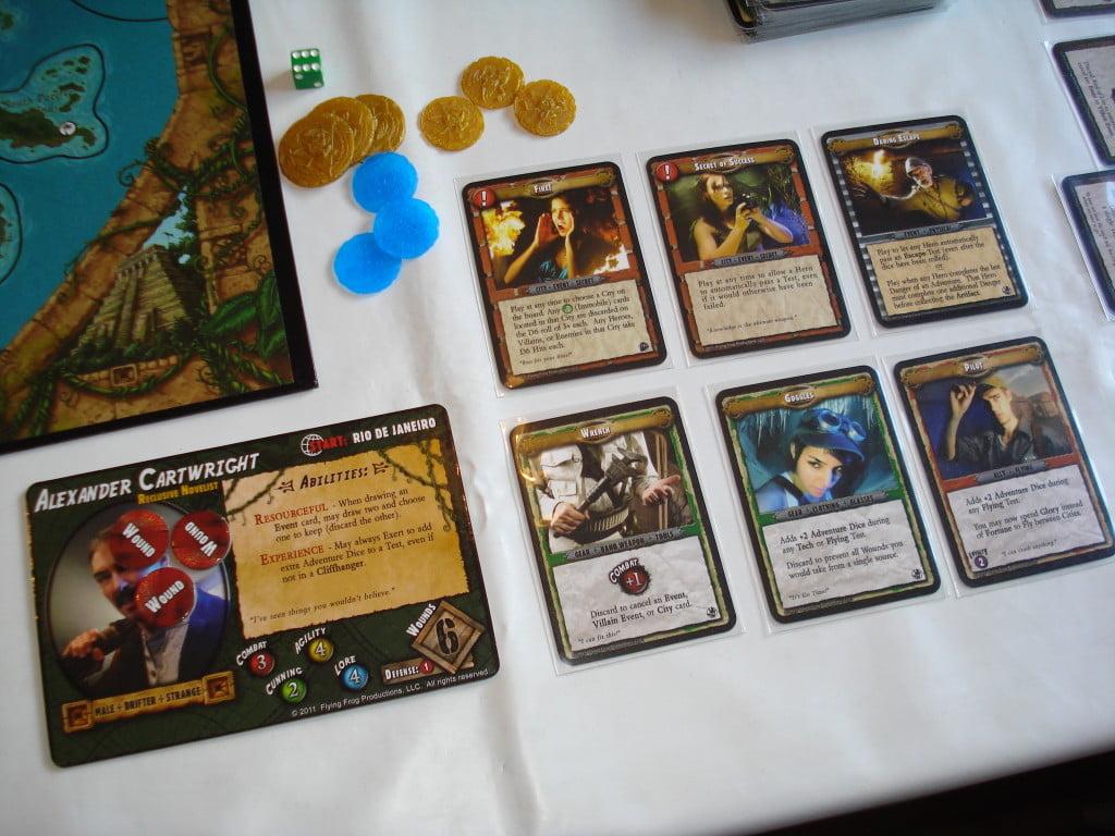 Questo personaggio è ben equipaggiato e pronto a tutto: nell'ordine vediamo due carte città, una carta evento, due carte equipaggiamento e una carta alleato.