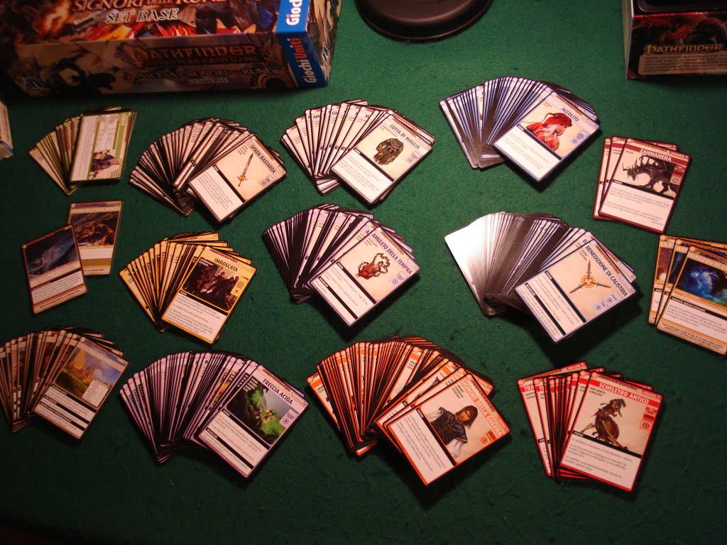 Le carte base divise per tipologia; acquistando le sei espansioni saranno molte di più...