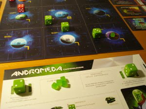 Il giocatore verde sposta il Ricognitore, e sfrutta la sua abilità di riconfigurarsi gratuitamente: ottiene un 2, ovvero un Trasporto, l'ideale insieme all'Intercettore! Sembra in vantaggio...