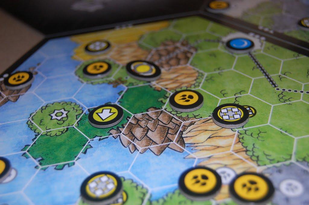 Un esagono allestito: I vecchi masters di Dungeons & dragons troveranno una certa assonanza tra questa foto e le mappe delle campagne del GdR tradizionale.