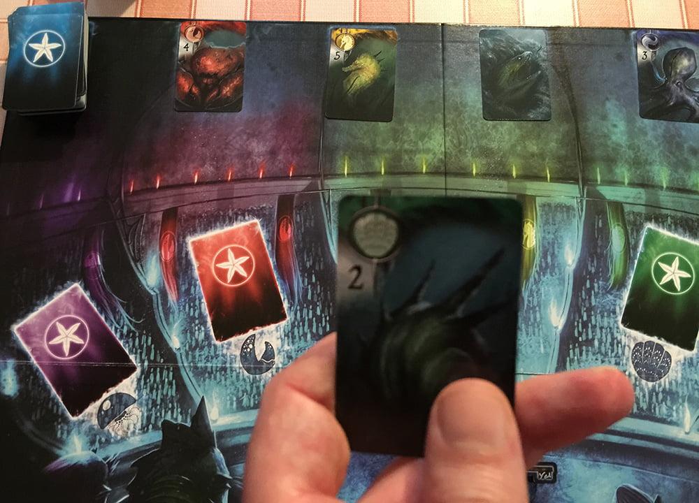 Siamo arrivati alla quinta esplorazione: se nessuno vorrà comprare questa carta, il giocatore di turno dovrà tenersela.