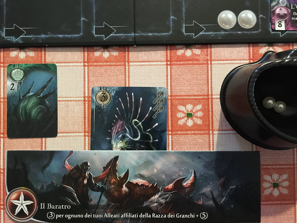 Dopo aver reclutato questo ambasciatore con 3 chiavi (v. angolo destro della carta), il giocatore prende immediatamente controllo di un nuovo territorio.