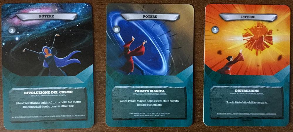 Tra le carte duello troviamo anche i Poteri: alcuni possono davvero ribaltare le sorti di un round.