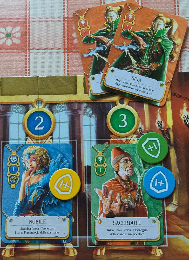 Il Sacerdote che siede sul terzo trono è salvo (grazie soprattutto ai) e, così, i Nobili occupano 2 troni su 3 (quindi niente bonus per l'Occhio della Loggia).